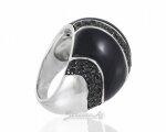 Большой женский перстень с эмалью, вид сбоку
